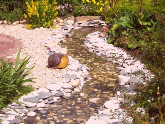 ручей с камями
