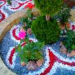 цветной щебень в ландшафте сада