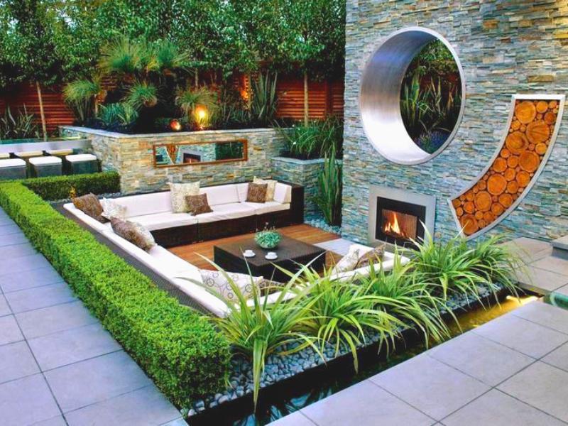 Внутренний двор в стиле хай-тек