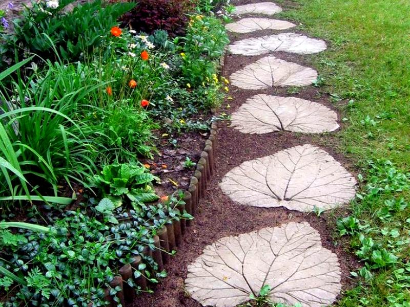 Оригинальное оформление садовой дорожки