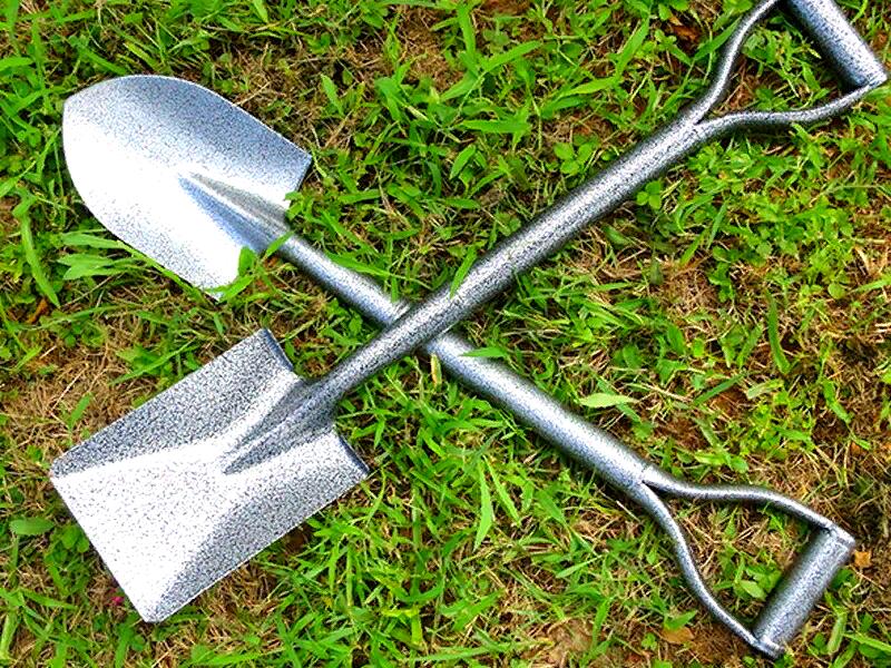 Совковая и штыковая лопаты